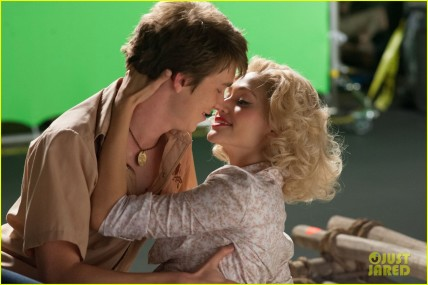 Link (Thomas Mann) and Ridley (Emmy Rossum)