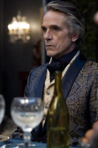 Macon Ravenwood (Jeremy Irons)