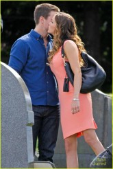 stephen-amell-katie-cassidy-arrow-filming-03