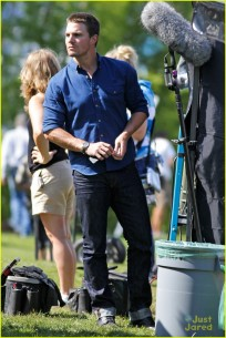 stephen-amell-katie-cassidy-arrow-filming-05