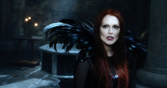 seventh-son-julianne-moore-as-mother-malkin